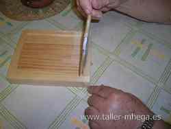 Imprimación de la tabla con cola de conejo