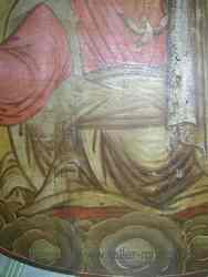 Aparición de grietas en el icono por la curvatura de la madera
